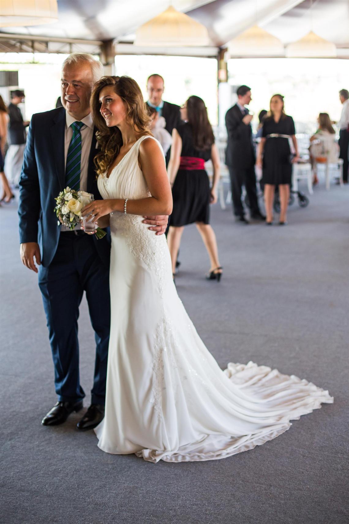 boda-espanola-sueca-ella-se-viste-de-blanco (14)