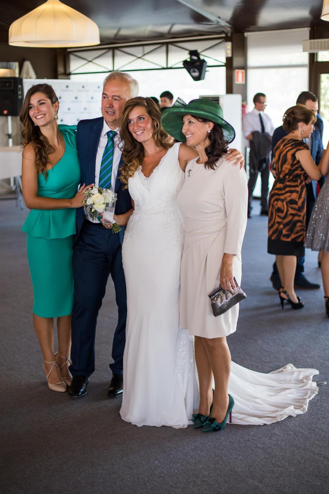 boda-espanola-sueca-ella-se-viste-de-blanco (16)