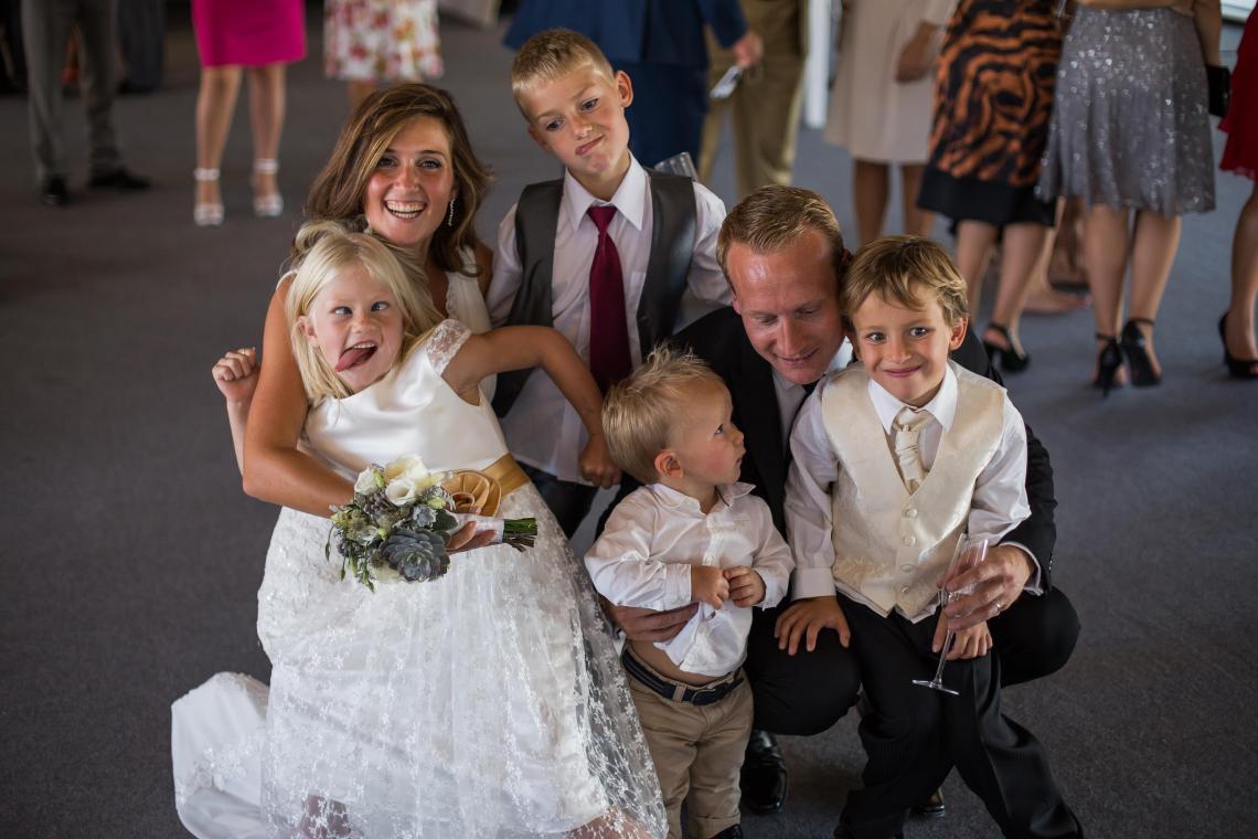 boda-espanola-sueca-ella-se-viste-de-blanco (17)