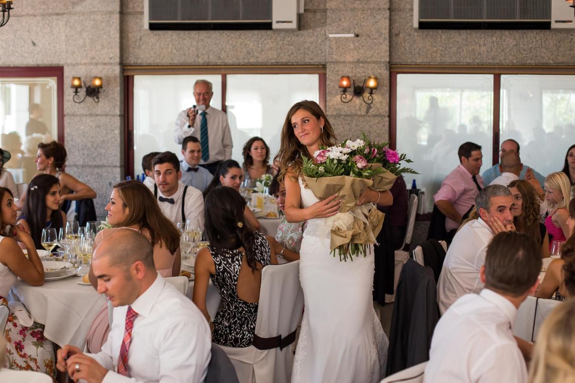 boda-espanola-sueca-ella-se-viste-de-blanco (27)