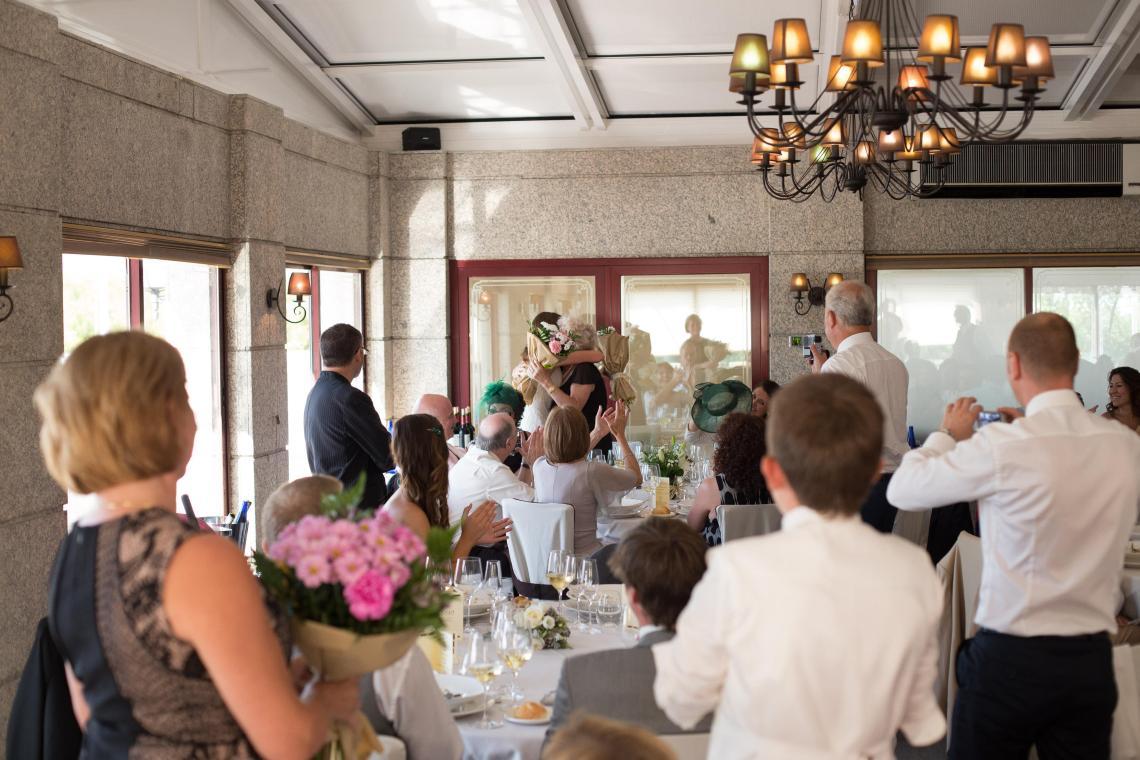 boda-espanola-sueca-ella-se-viste-de-blanco (29)