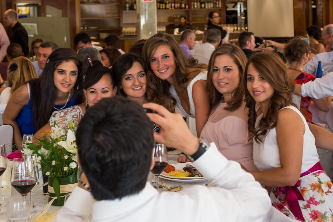 boda-espanola-sueca-ella-se-viste-de-blanco (34)