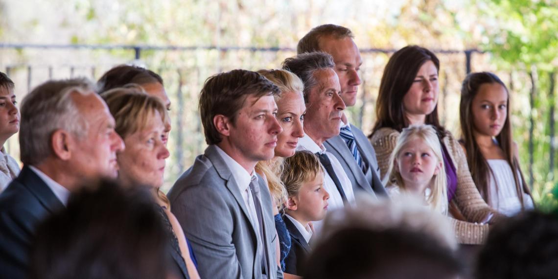 boda-espanola-sueca-ella-se-viste-de-blanco (7)