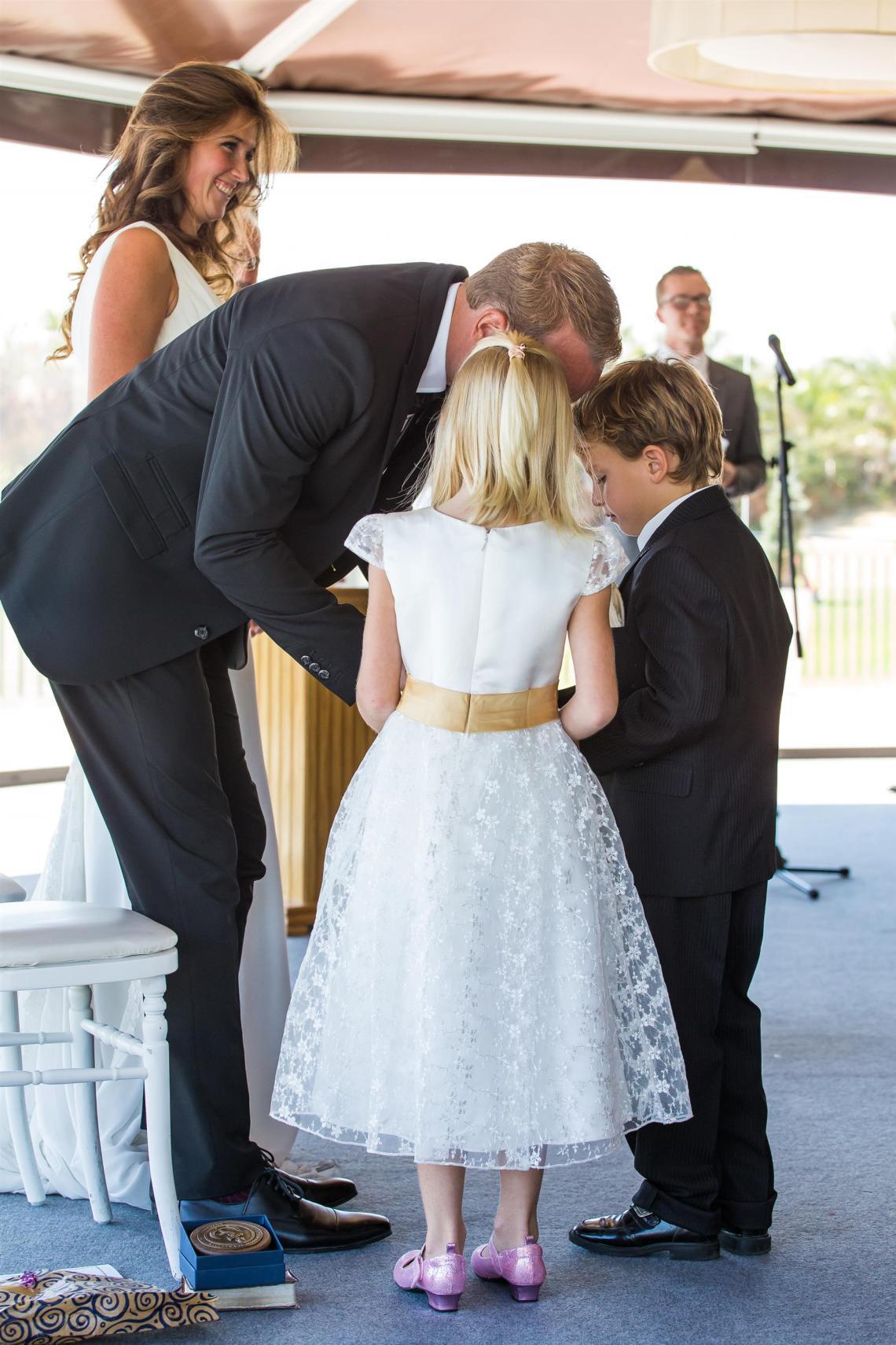 boda-espanola-sueca-ella-se-viste-de-blanco (8)